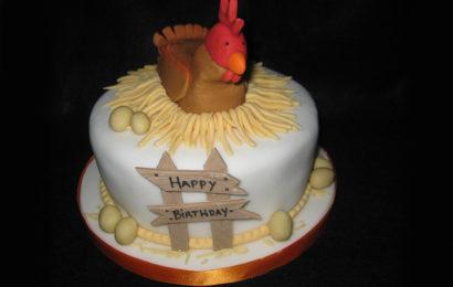 Bánh gato, bánh kem chúc mừng sinh nhật cho người tuổi Dậu (Gà) dễ thương